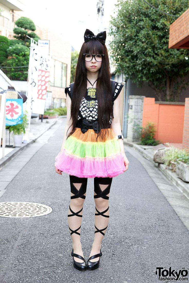 harajuku | Cute Harajuku Girl w/ Big Hair Bow, Colorful Tulle Skirt & Denpa ...