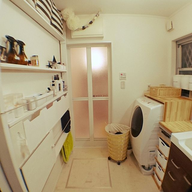 女性で、3LDKの棚DIY/モノトーン/ボーダーバッグ/バスマット干し場/IKEA/洗濯機…などについてのインテリア実例を紹介。(この写真は 2016-09-22 00:13:00 に共有されました)