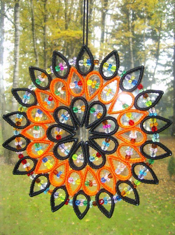 round plastic canvas patterns   HALLOWEEN STYLE SUNCATCHER (<3 it)