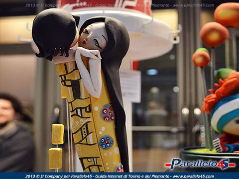 Una dolce interpretazione del Bacio di Klimt a Paratissima 2013 #paratissima9 Altre immagini su: http://www.parallelo45.com/p45gallery_cat.asp?Cat=5017