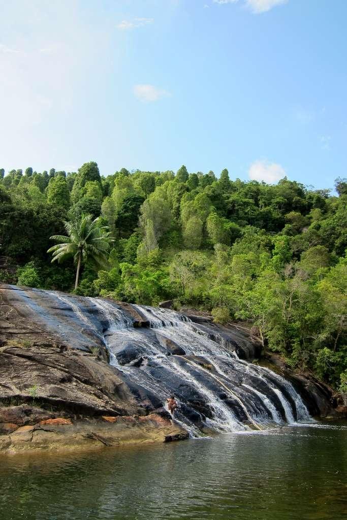 Air Terjun Temburun (Anambas) | 8ballstories