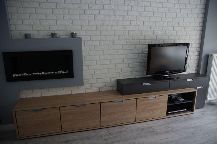Szeroka szafka RTV wykonana na indywidualne zamówienie. Nowoczesny design, w kontrastowym połączeniu płyty laminowanej Grafit z Dąb Nowy Jork. #komoda #meblenawymiar #komodanawymiar #filmarmeble #furniture #commode #design #room #decoration #stegu #cegła #parma #magnat #jaspispicasso #oswietlenie #led #rgb #biokominek #szafkartv #design