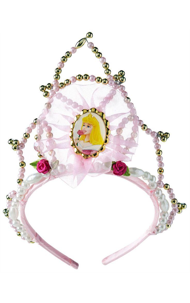 Disney-prinsessan tiara. Koska prinsessat ovat keskenään erilaisia, myös tiaroissa on eroja. Valitse oman suosikkiprinsessasi tyyliin somistettu tiara osaksi prinsessaleikkejä sekä naamiaisia. Tiarat ovat hienoja ja yksityiskohtaisesti koristeltuja, ne ovat kauniita kuin korut!
