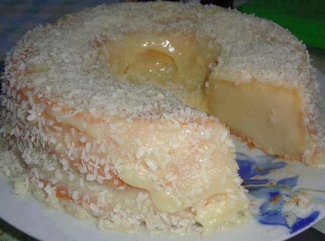 Pastel atrapa marido Masa: 1 lata de leche condensada- 1 lata de leche EVAPORADA -1 vaso de leche de coco- 500 grs harina de trigo (2 tazas y media aprox) -1/2 taza de azúcar- 3 huevos enteros grandes- 3 cucharadas de margarina Cobertura 1 vaso de leche de coco 2 cucharas de azúcar 1 paquete de coco rallado Batir todos los ingredientes en una licuadora. Coloque en un molde engrasado y enharinado. Cocinar al horno medio (200° C) hasta dorar, 30 a 60 minutos, dependiendo del horno...