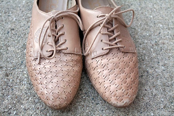 Vintage Woven Leather Flats    www.sopasse.etsy.com