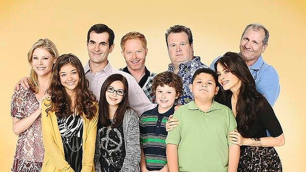 "Modern Family cast (September 23, 2009 - present) Julie Bowen as Claire (Prichett) Dunphy, Sarah Hyland as Haley Gwendolyn Dunphy , Ty Burrell as Phil Dunphy, Ariel Winter as Alexandra ""Alex"" Dunphy, Jesse Tyler Ferguson as Mitchell Prichett, Nolan Gould as Lucas ""Luke"" Dunphy, Eric Stonestreet as Cameron Scott Tucker, Rico Rodriguez as Manuel 'Manny' Alberto Delgado, Ed O'Neill as Jay Francis Pritchett and Sofia Vergara as Gloria Prichett"