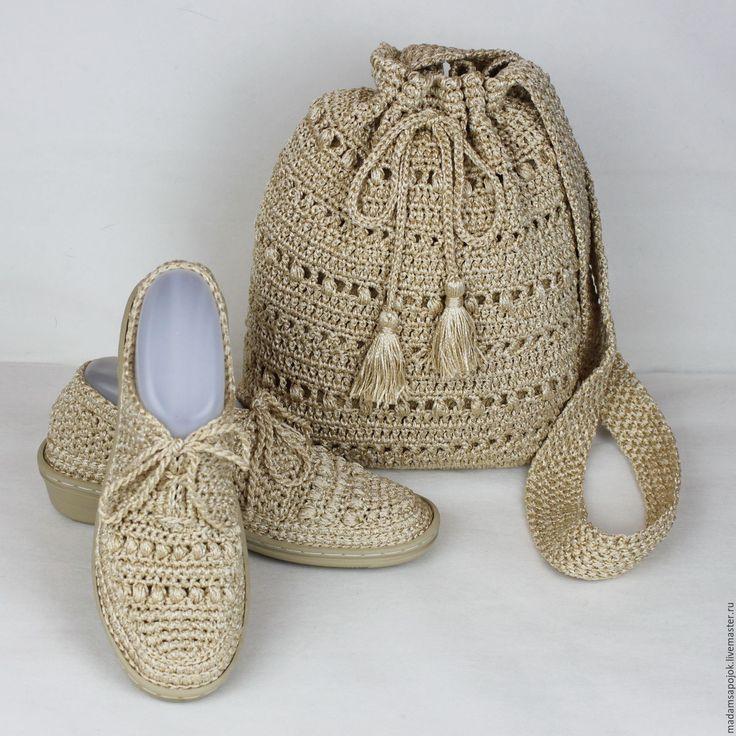 Купить или заказать Комплект сумка обувь вязаный в интернет-магазине на Ярмарке Мастеров. Имеется в наличии летний комплект - сумка и мокасины. Комплект связан из вискозы светлого песочного цвета . Изделия из такой пряжи имеют лёгкий шелковистый блеск, приятны на ощупь. Нить отличается особой прочностью , поэтому изделия долго будут Вас радовать своим прекрасным видом. Сумка средних размеров, высота 30 см, ширина 25 см. Лямка 120 см. Затягивается шнурком с кистями на концах.