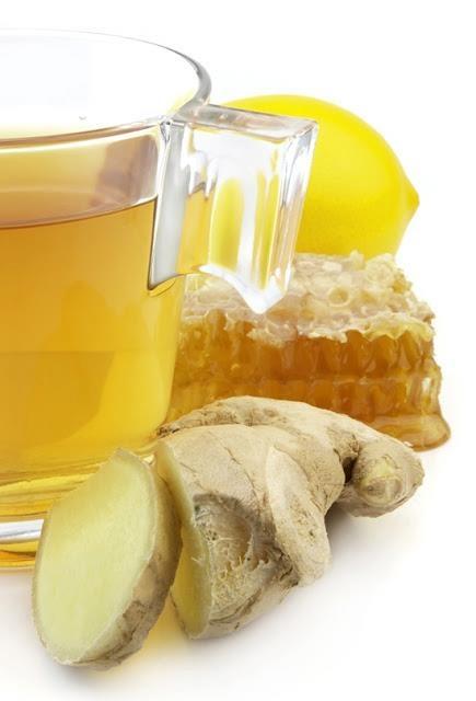 ♥♥♥ Jengibre, Limón y Miel de abejas para reforzar tu sistema inmune todos los días!!! ♥ ♥ ♥ Tomar en ayunas: 1 Trozo de jengibre fresco (el tamaño de su dedo pulgar) 1 Cucharada de miel de abeja pura El jugo de 1 limón 4 tazas de agua Licuar todo en la licuadora, o se puede cortar o rallar el jengibre y mezclar con todos los demás ingredientes.