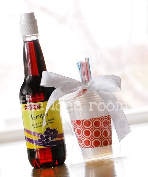 """Fun """"little"""" gift - snowcone kit!: Gave Things, 25 Gifts, Cones Gifti, Gifts Ideas, Gift Ideas, Add Snow, Snowcon Gifts, Cones Gifts, Christmas Gifts"""