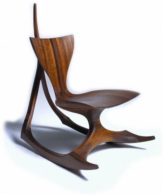 Известный дизайнер мебели Джек Роджерс Хопкинс возвращается с еще одной современной стул, имени качалка.  Это идеальное сочетание antiqueness и современности.  Кресла-качалки были очень популярны в прошлом.  Это хорошо изогнуты из кусок деревянной мебели, со стилизованными особенностей.  Сиденье и спинка выглядят крайне удобно.