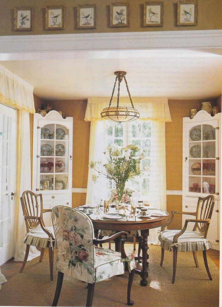 Vintage Cottage Dining Room Ideas With Amazing Wooden Circle Dining Table - pictures, photos, images