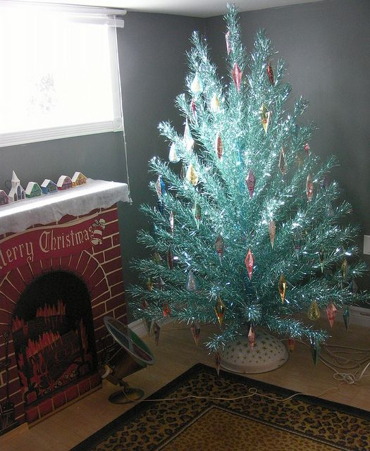 Silver Christmas Tree Color Wheel: 17 Best Images About Aluminum Christmas Trees On Pinterest
