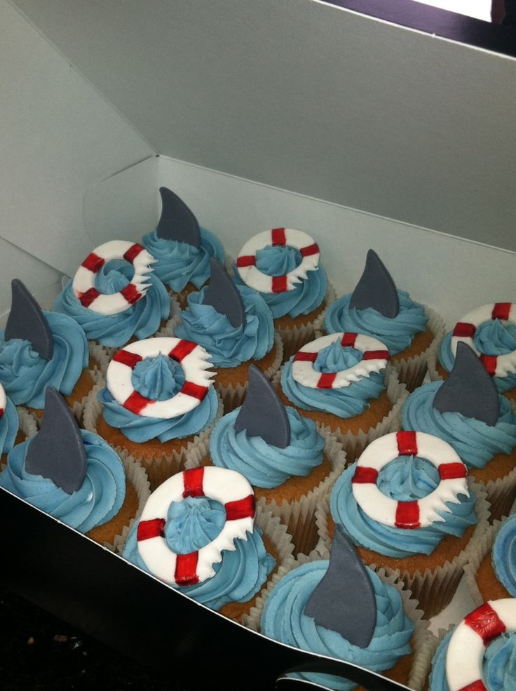 shark fins & life saver cupcakes - cute!