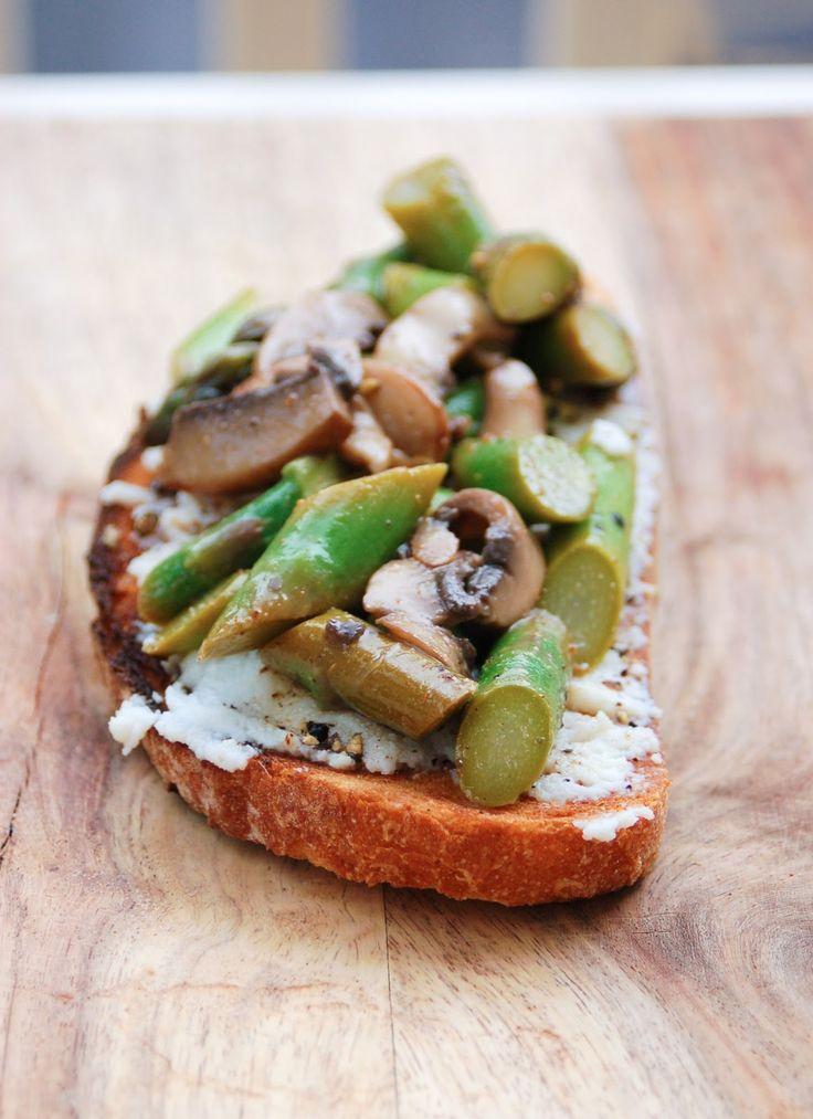 food and other stuff: Asparagus, Mushroom, and Ricotta Tartine