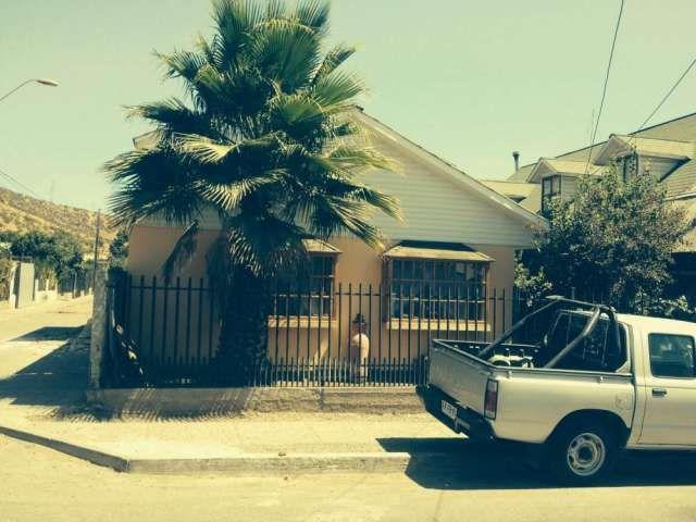 Hermosa casa en vent Melipilla  Vendo casa en Melipilla. Consta de 3 dormitorios, 2 b ..  http://melipilla.evisos.cl/hermosa-casa-en-vent-melipilla-id-584938