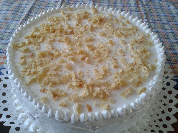 Torta hojarasca amor: Rellena de crema con frambuesas y manjar - Guioteca