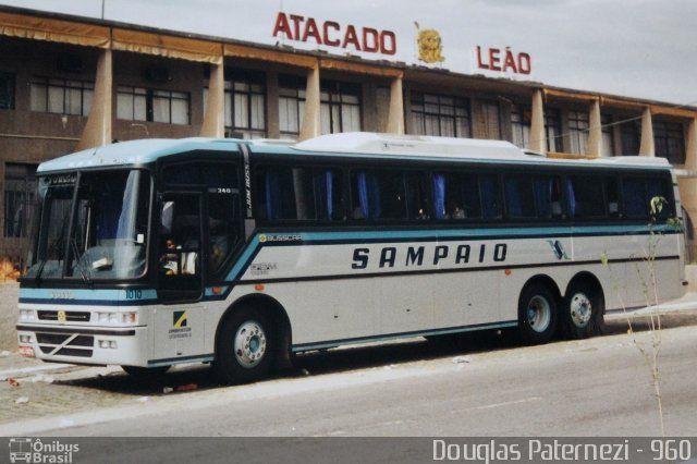 Ônibus da empresa Viação Sampaio, carro 1010, carroceria Busscar Jum Buss 340 1993, chassi Volvo B10M. Foto na cidade de Aparecida-SP por Douglas Paternezi - 960, publicada em 24/05/2017 12:02:05.