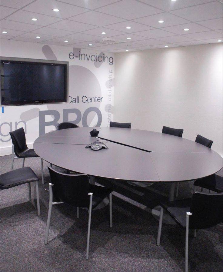 L'image contient peut-être: personnes assises, table et intérieur. Réaménagement de CEGEDIM Outsourcing. 2016 © ARCHIBALD