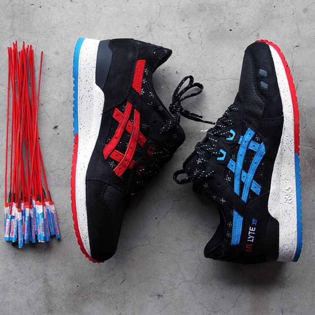 """VILLA x Wale x @ASICS Gel Lyte III """"Bottle Rocket"""" In celebration of the 25th anniversary of the Gel Lyte III, @Wale and @RuVilla have teamed up to design a #Patriotic rendition of the classic silhouette, a project entitled Bottle Rocket. Drawing inspiration from the 4th July #Fireworks, the special make-up boasts a black premium suede upper contrasted by patriotic red and blue accents on it's medial logos, eyelets, brandings and two-tone bottom. Its side panels and split-tongue are using a…"""