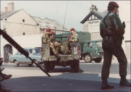 Para's on patrol Newry 1970 | The Troubles | English army ...