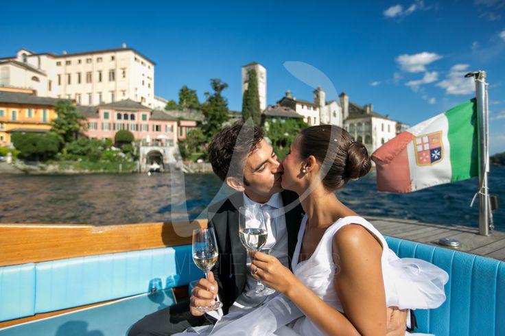 Lake Orta wedding kisses