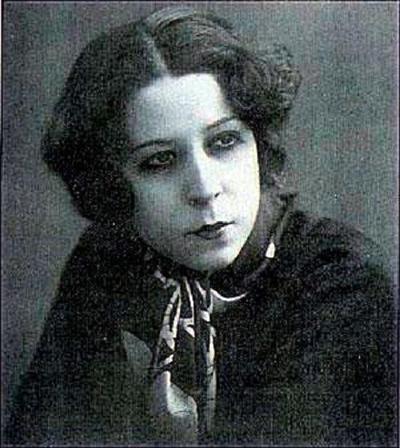 Afife Jale (1902, İstanbul - 1941, İstanbul), ilk Türk kadın tiyatro oyucusu