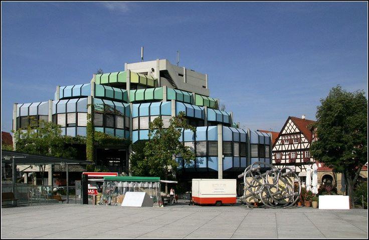 Ein modernes Bauwerk der 70er Jahre des letzten Jahrhunderts inmitten der Fachwerkaltstadt von Waiblingen. Architekt: Wilfried Beck-Erlang, der auch das Stuttgarter Planetarium gebaut hat. 03.09.2008 (Matthias)