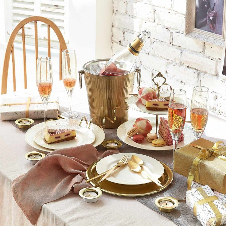 Denby Monsoon Lucille Gold 16 Piece Dinner Set - Beautiful gold and white dinner set, ideal as a wedding gift! Gift inspiration