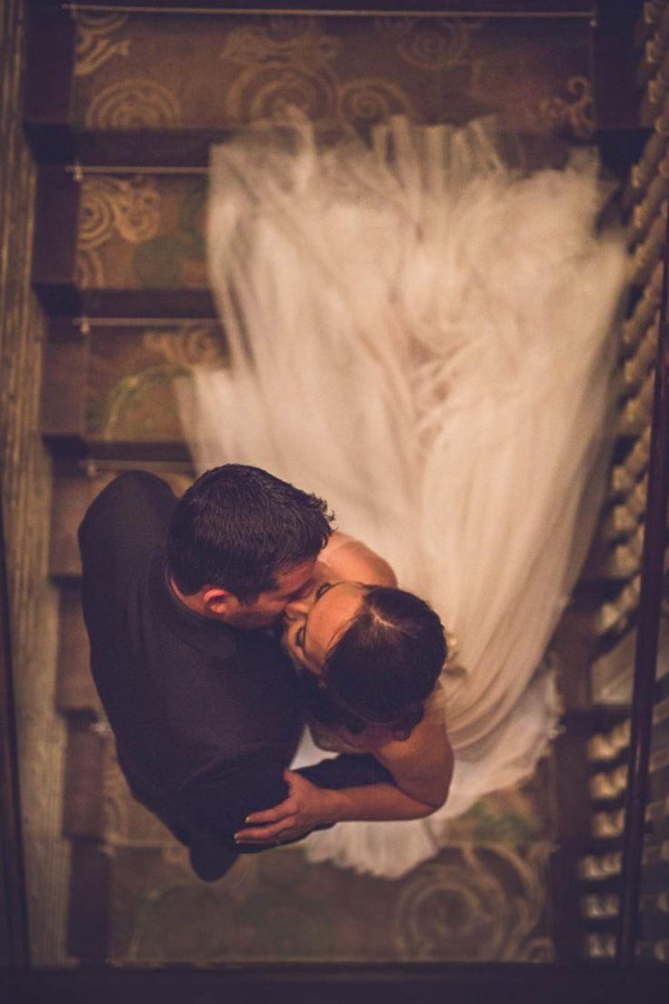 El post de hoy sólo podía estar dedicado a ellos.... http://www.unabodaoriginal.es/blog/una-imagen-y-mil-palabras/fotografia-y-video/besos-enamorados#diainternacionaldelbeso