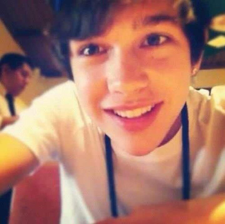 Just the fact that this boy takes selfies at Olive Garden..gaaa i love him
