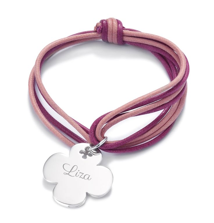 Wear the round cloverleaf by Lilou, the most symbolic item of luck! With this colorful string bracelet, stylize your wrist! #lilou #bracelet #cloverleaf #luck #symbolic #stylize #colorful
