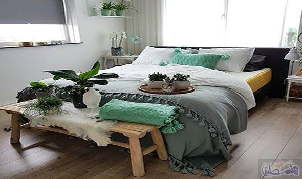 نصائح م ميزة لاختيار لوحة ألوان متناسقة لغرفة النوم Living Room Side Table Small Bedroom Designs Bedroom Decor
