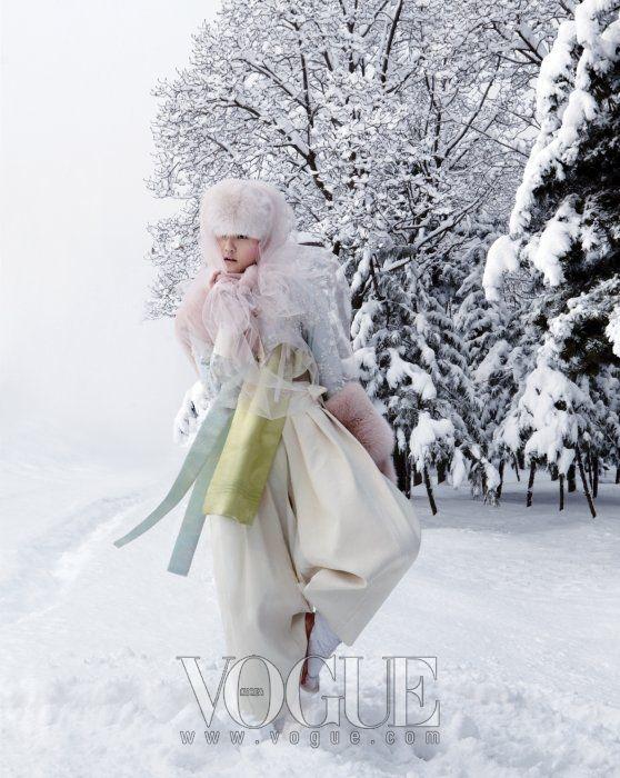 우리 옷, 한복의 자태(SOME FLOWER IN SNOW) / 2010년 02월호 / 포토그래퍼 김정한 / 스텝 스타일리스트 : 서영희, 헤어 : 김정한(J.H. Kim), 메이크업 : 공혜련 / 모델 : 강승현 / 출처 Vogue website
