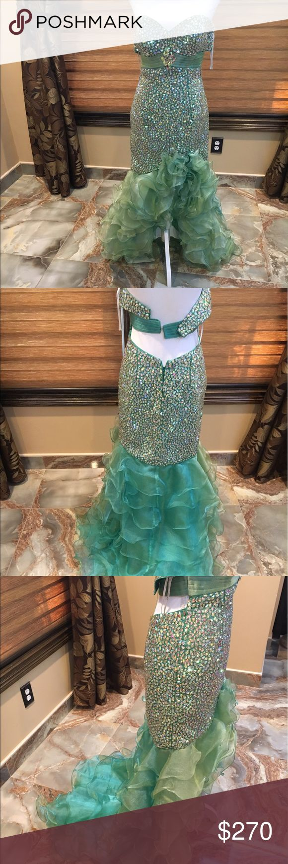 Green dress Emerald green evening dress size 4. Multi colored stones absolutely stunning. It does need a new clapse on the back but other than that good condition. Accepting offers Panoply Dresses Strapless