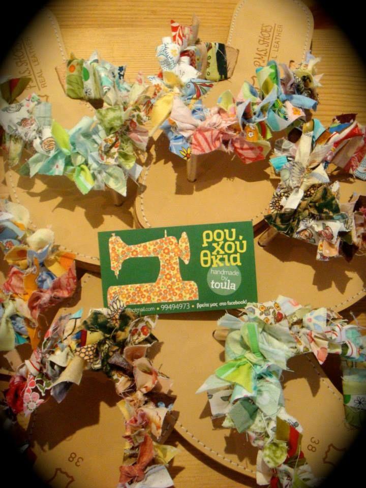 ΡΟΥΧΟΥΘΚΙΑ etc: Δερμάτινες σαγιονάρες με πολύχρωμα... ρουχούθκια!