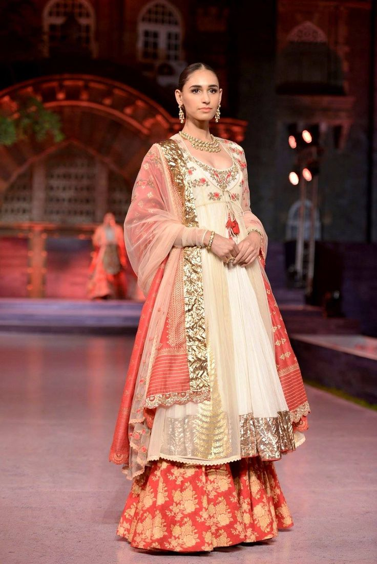 Long #kurti teamed with embellished #lehenga from Anju Modi Clothing at #MakeinIndia show, perfect for #wedding parties