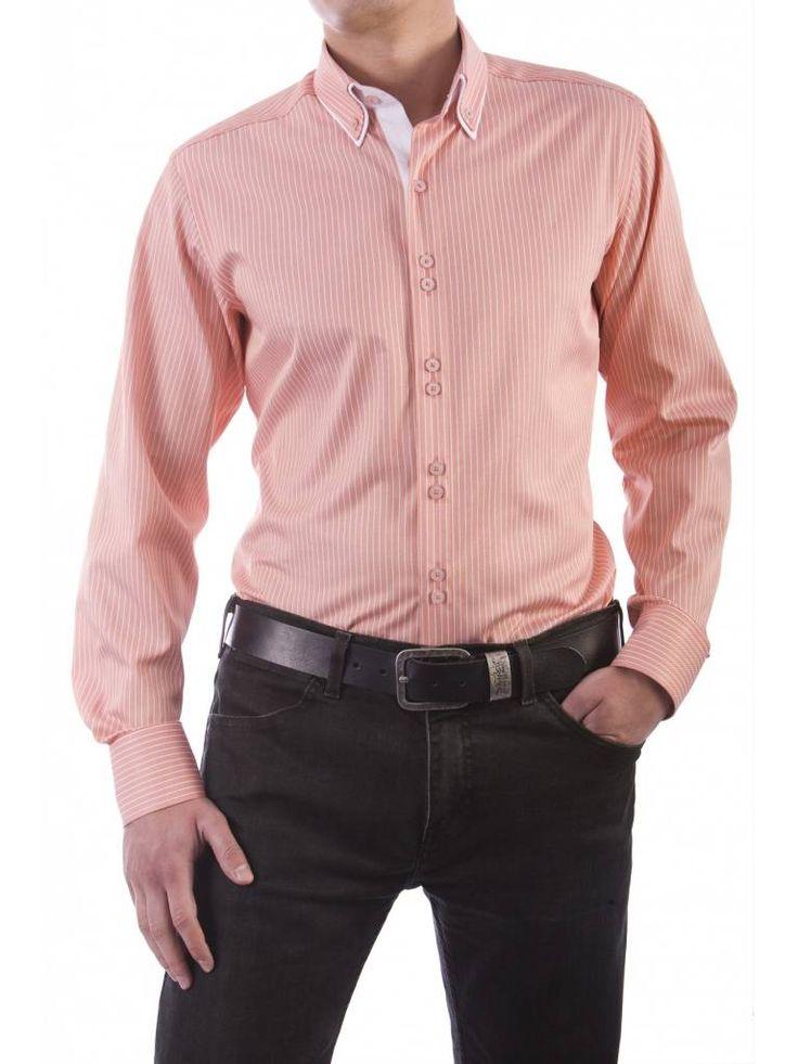 Een mooi licht oranje overhemd van het merk Vegea.