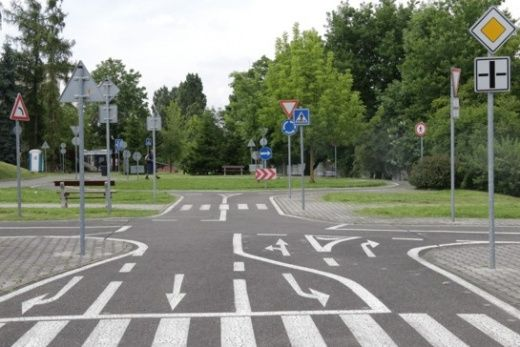 Dopravní hřiště -  Je zdarma a najdete ho v areálu ZŠ v ulici Pod Krčským lesem. Jsou tam kruháče, křižovatky a značky. Semafor bohužel chybí. Otevřené je květen, červen, září, říjen / PO, ČT, PA 14 - 19h a SO 11 - 19h.