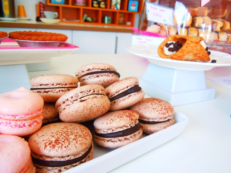 Macarons at Le Dolci Cupcakes & Cakes studio in Toronto.