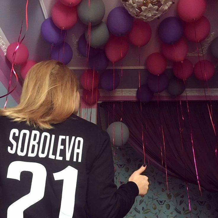 Как вам такое сочетание?).  😊 Мы рады помочь в оформлении таких потрясающих праздников😉 Riota.ru - воздушные шары, доставка шаров, оформление шарами, оформление шарами москва, оформление свадьбы, оформление дня рождения, декор, свадьба, день рождения, выписка из роддома, доставка шаров москва, романтический сюрприз, шары москва, шары с гелием, воздушные шарики, шары подпотолок, шарики москва, шарики с гелием