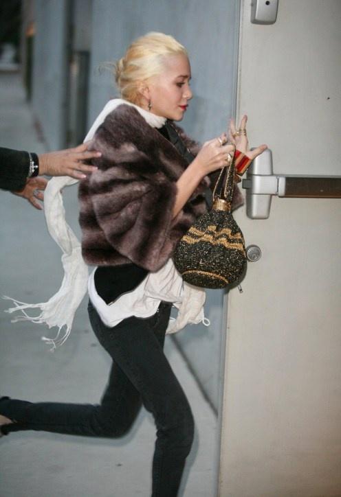 :: foxy ::: Fashion Outfit, White Scarfs, Faux Fur, Celeb Styles, White Scarves, Ashley Olsen, Olsen Obsess, Drawstring Bags, Olsen Addiction