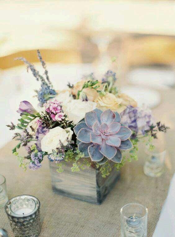 Small flower arrangement with succulents