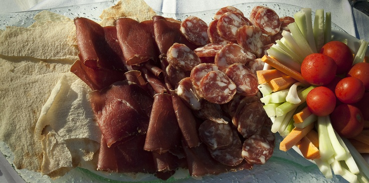 #crudo #cheese #carasau #sardinia #sardegna #antipasto #starter #italia #italy
