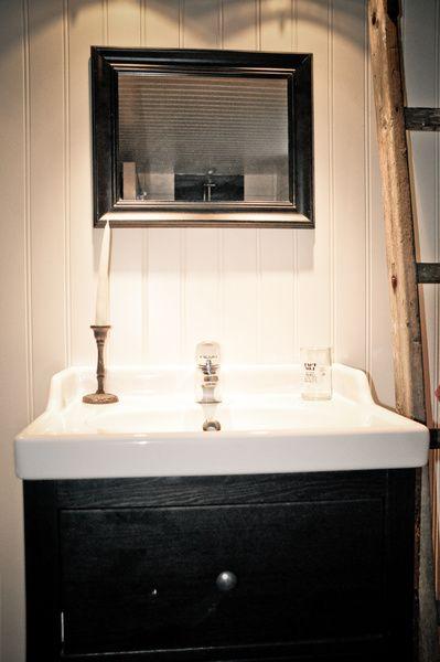 tvättställ,kommod,ljusstake,glas,spegel,badrum,tvättstuga