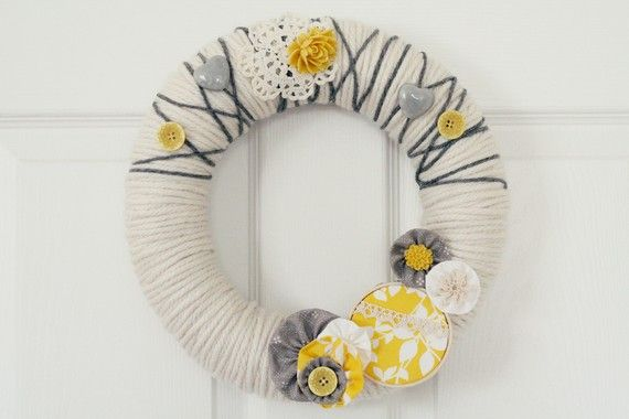 yellow and grey - love Colors Combos, Decor Style, Heart Wreaths, Colors Combinations, Front Doors, Christmas Decor, Gray Yellow, Front Porches, Wreathchristma Decor