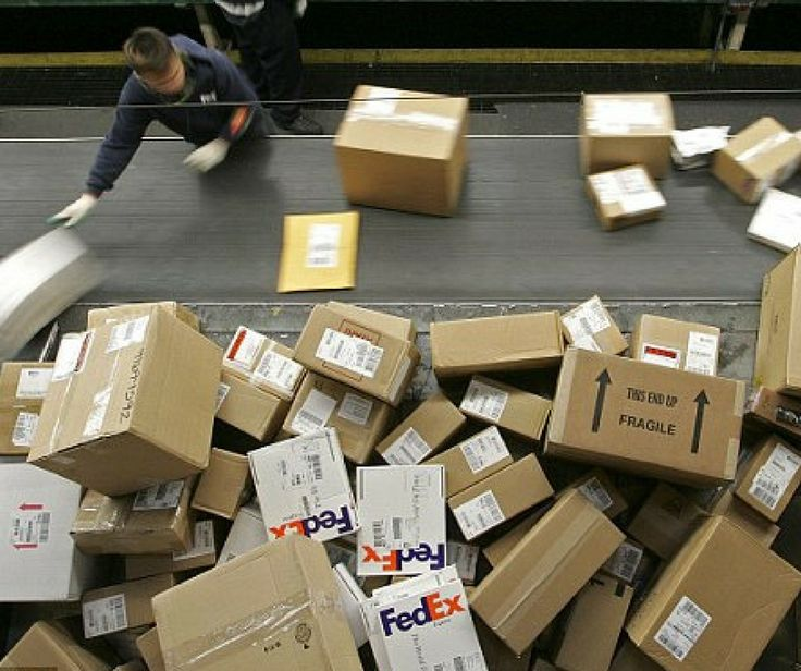 Sorting parcels at FedEx Hub Memphis, TN, USA Cargo Airlines - fedex jobs