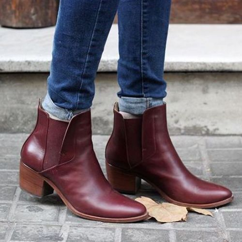 burgundy-boots-with-blue-jeans- How to rock the maroon boots http://www.justtrendygirls.com/how-to-rock-the-maroon-boots/