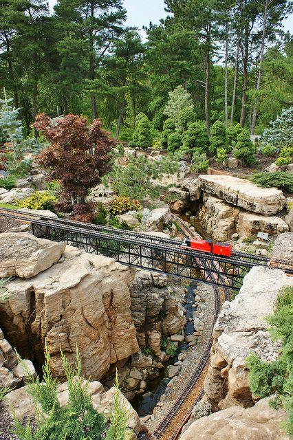 Garden railway - what a gorgeous canyon