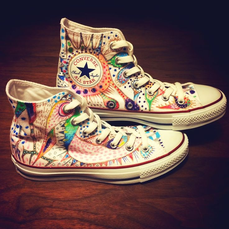 Colors galore in this intricately hand-painted #chuckhack by our G+ fan Maya Onoda. #converse #chucktaylor
