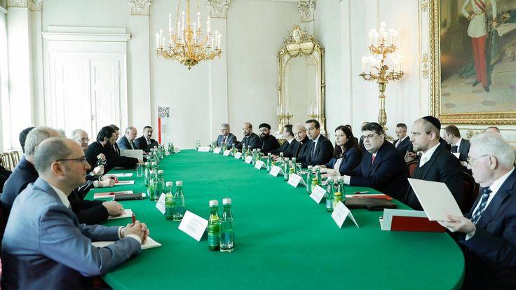 Bundeskanzler Kern und Staatssekretärin Duzdar luden am 21. März 2017 die Vertreter der staatlich anerkannten Religionsgemeinschaften ins Bundeskanzleramt.